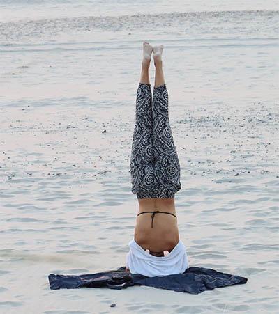 Posture de yoga sirsasana