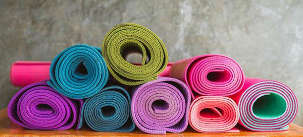 Pourquoi la vente de tapis de yoga explose suite au coronavirus