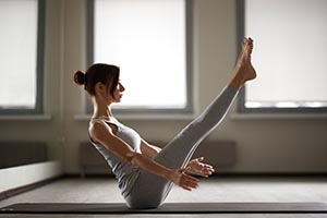 Posture de yoga de renforcement musculaire pour perdre du poids